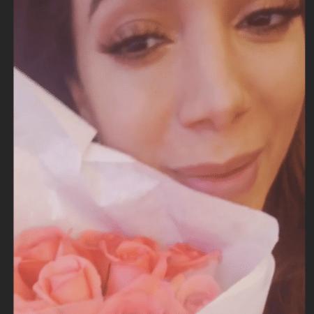 Anitta com buquê de flores - Reprodução/Instagram