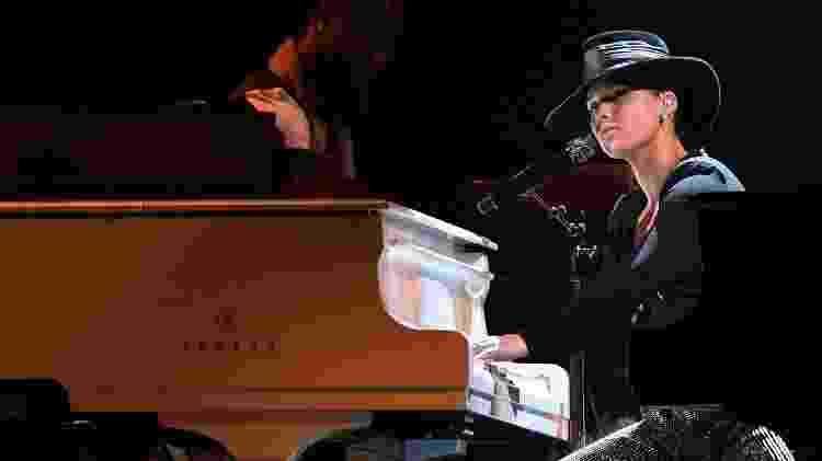Alicia Keys toca dois pianos ao mesmo tempo no Grammy 2019 - Robyn Beck/AFP