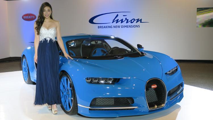 Além de pilotar carros, ela também faz trabalhos como modelo - Divulgação