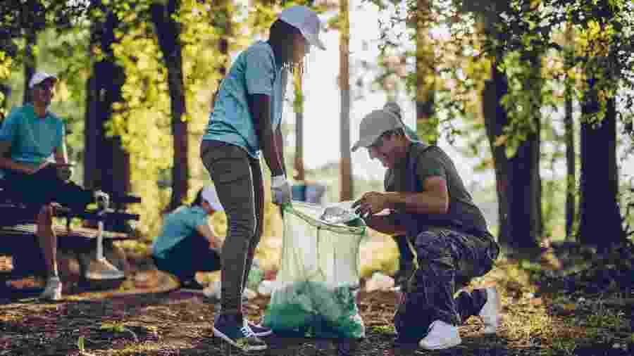 Cuidar da natureza em trabalhos voluntários é uma das causas que mais mobilizam os turistas brasileiros - iStock