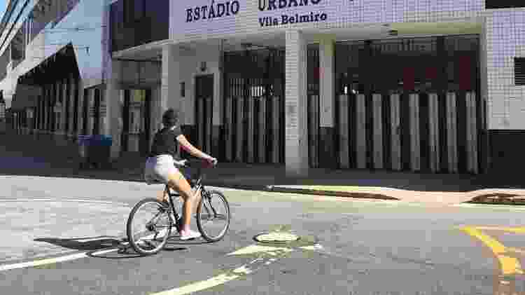 Andar de bicicleta na Vila Belmiro - Arquivo pessoal - Arquivo pessoal