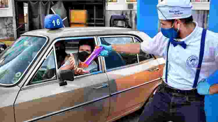 No cinema para carros: arminha de álcool em gel - Agência Os Produtores/Divulgação - Agência Os Produtores/Divulgação