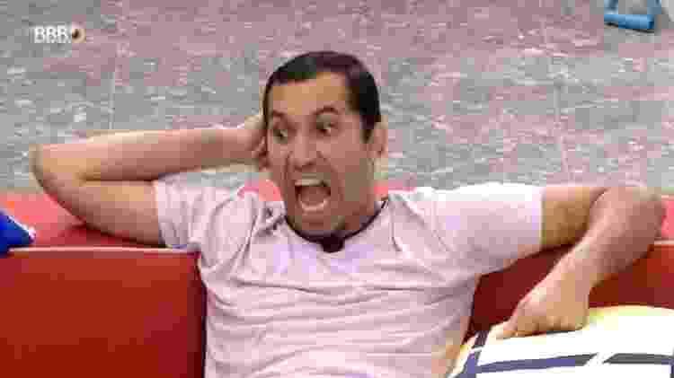 BBB 21: Gilberto fala sobre o peito de Caio - Reprodução/Globoplay - Reprodução/Globoplay
