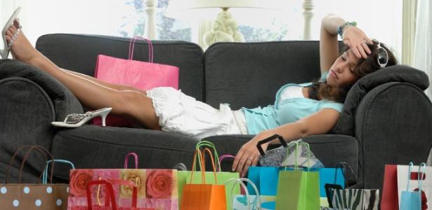 Mulheres loucas por moda não conseguem ficar mais de um mês sem comprar - iStock
