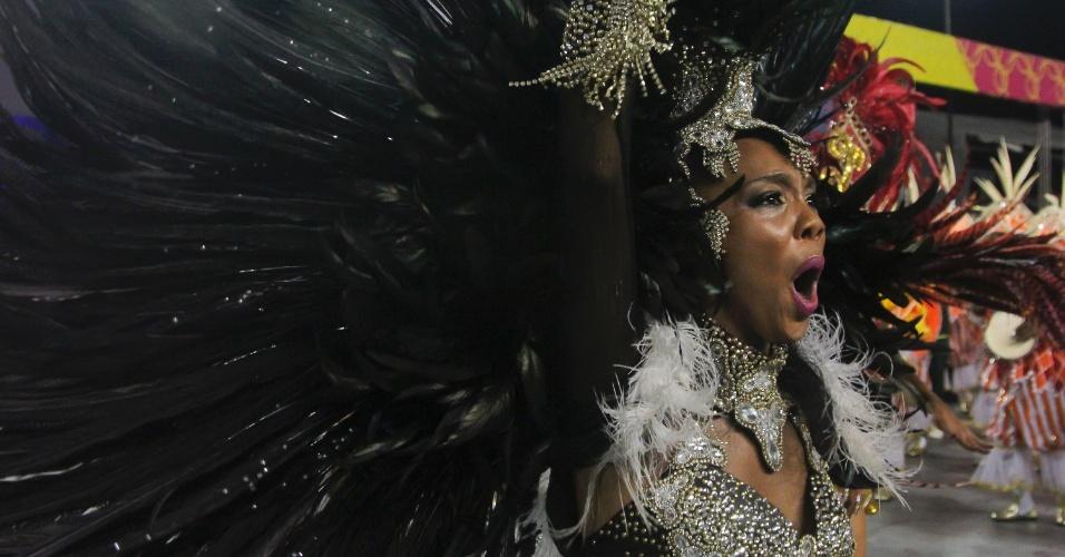 6.fev.2016 - A emoção de Stephanye Cristine, a rainha de bateria da Unidos do Peruche