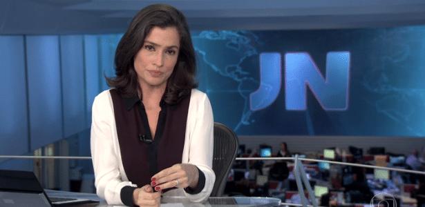 """Renata Vasconcellos engasga e perde a voz no """"Jornal Nacional"""" desta quinta (1º) - Reprodução/TV Globo"""
