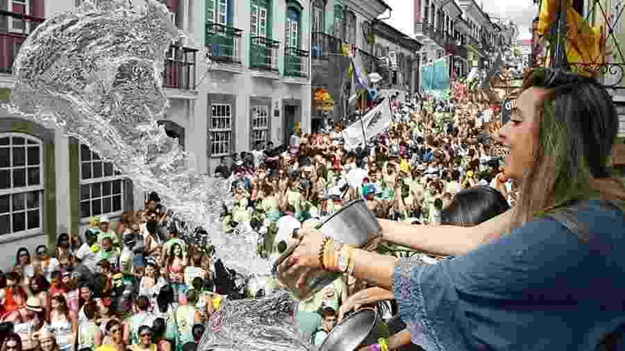 Foliões ganham um refresco no Carnaval de Ouro Preto - Alexandre Mota/UOL