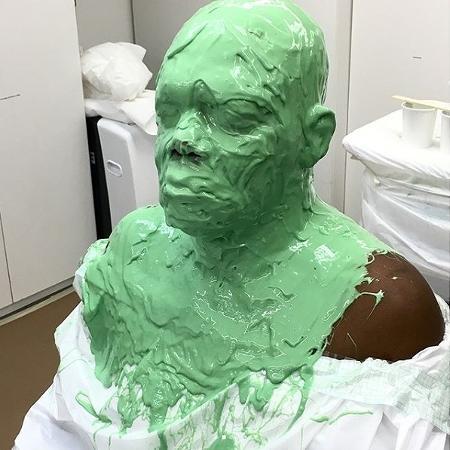 """Samuel L. Jackson usa uma máscara nos bastidores das filmagens de """"Capitã Marvel"""" - Reprodução/Instagram"""