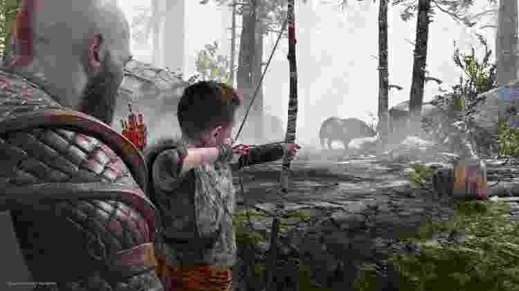 Kratos ensina Atreus a usar arco e flecha - Divulgação