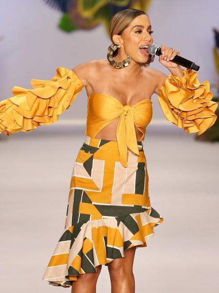 Anitta cantando na SPFW - Manuela Scarpa/Brazil News