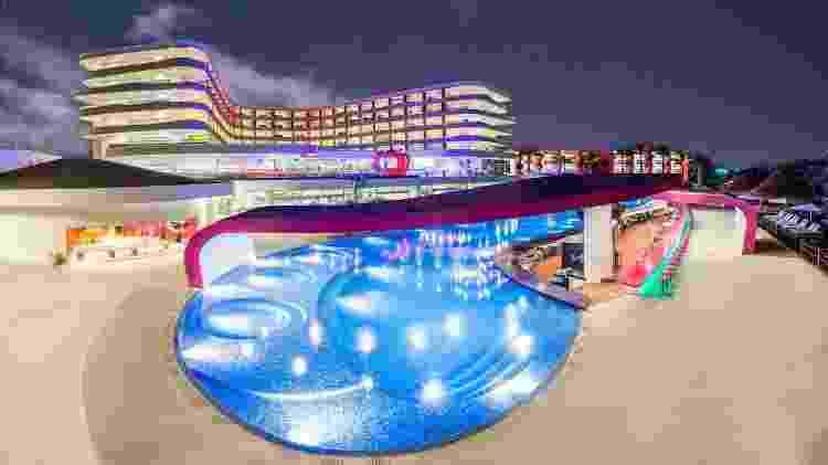 Vista do Temptation Cancún Resort desde a piscina batizada de Sexy Pool - Divulgação/Temptation Cancún Resort - Divulgação/Temptation Cancún Resort