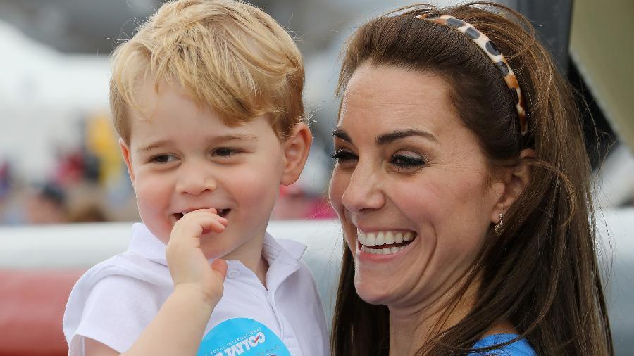 A duquesa de Cambridge, Kate, com seu filho mais velho  - Getty Images