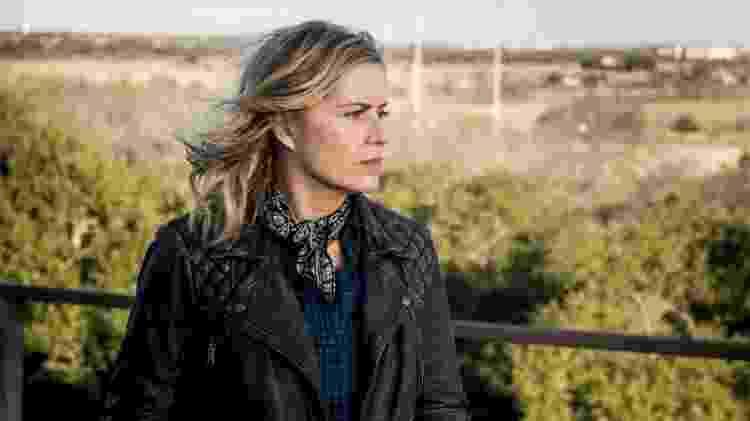 """A atriz Kim Dickens como Madison em """"Fear the Walking Dead"""" - Reprodução"""