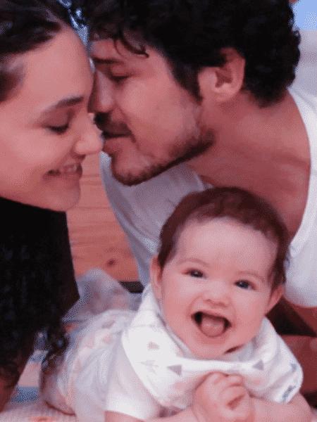 Débora Nascimento e José Loreto com a filha Bella - Reprodução/Instagram
