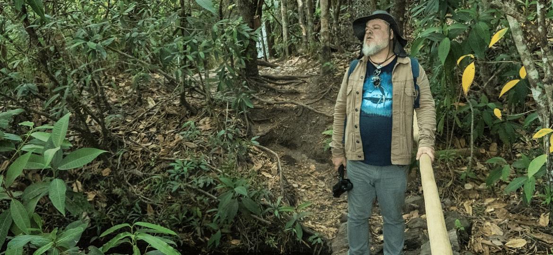 """Fred Morsch é o apresentador da série """"De Carona Com os OVNIs"""" - Reprodução"""