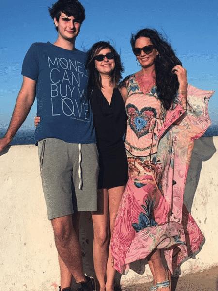 Luiza Brunet e o filho, Antônio, com a namorada, Marcella Duque - Reprodução/Instagram