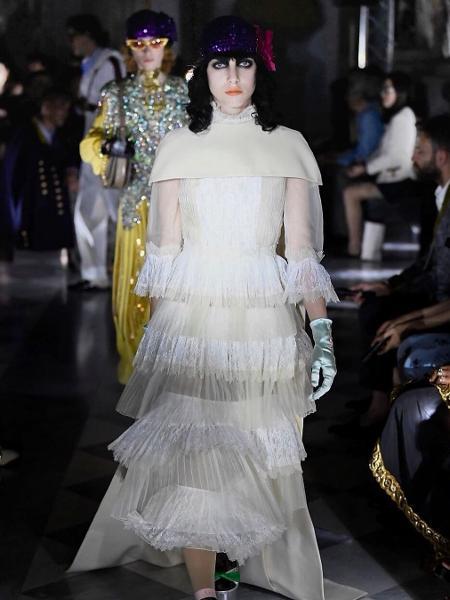 9036b543d Gucci reafirma moda como ferramenta política e discute aborto em desfile