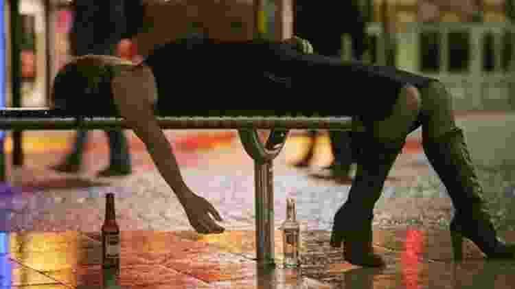 Os 'bares sóbrios' podem ser uma opção para se divertir sem o risco de acordar de ressaca no dia seguinte - GETTY IMAGES