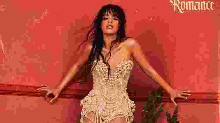 Camil Cabello na capa alternativa de Romance - Reprodução
