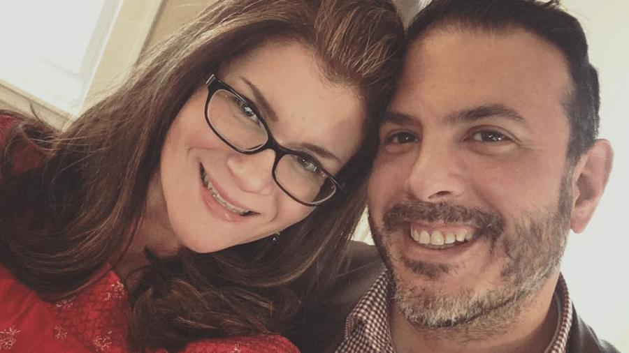 Maura Lewinger e o marido, Joe, que morreu por causa do coronavírus - Reprodução/Facebook