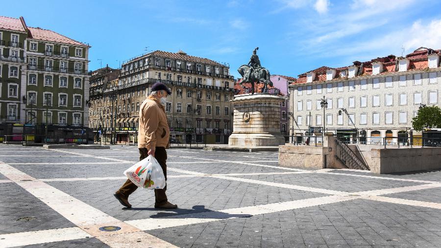 Viajantes de países onde a pandemia está em situação crítica ou onde há novas variantes vão continuar sendo barrados - NurPhoto/Getty Images