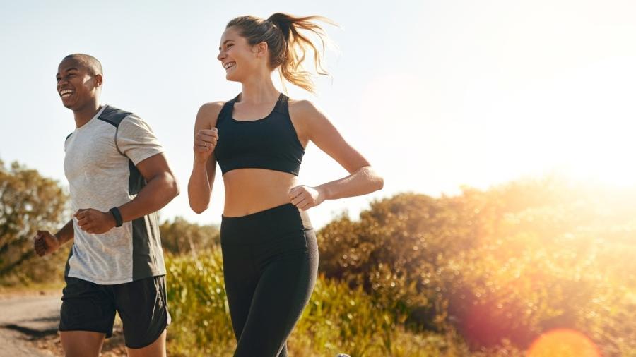 Ter um parceiro de treino ajuda a manter a motivação em alta para fazer exercícios - iStock
