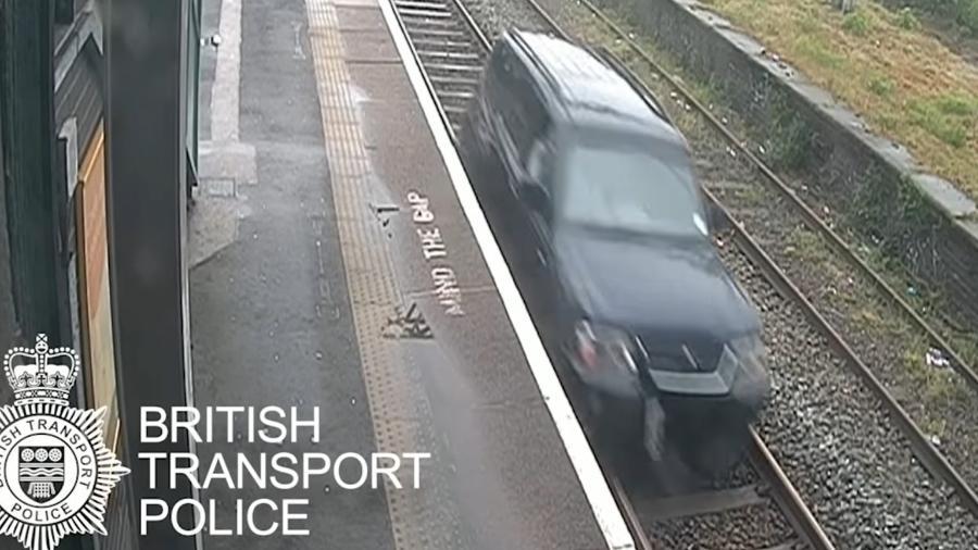 Homem é preso após dirigir sobre trilhos de trem - Reprodução