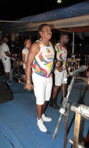 .fev.2015 -  Compadre Washington no primeiro dia de folia do Carnaval de Salvador