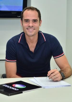 Ricardinho assina com a Record - Antonio Chahestian/ Record