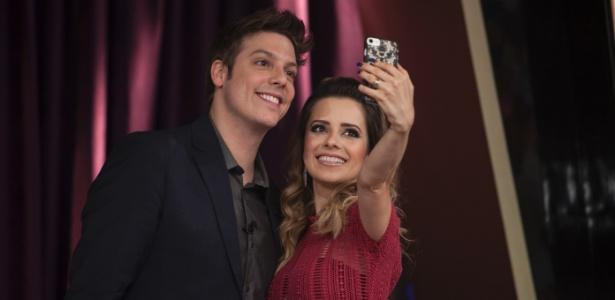 """Sandy faz selfie com Fábio Porchat no intervalo do """"Programa do Porchat"""" - Edu Moraes/Record"""