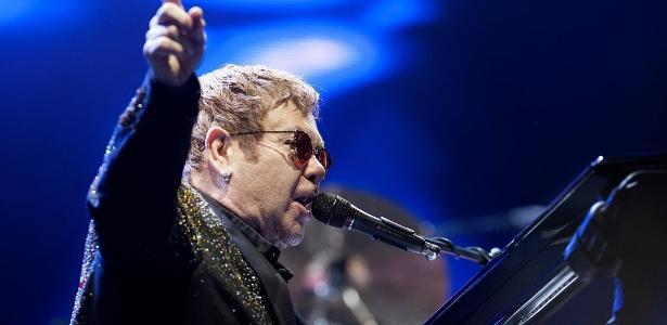 O cantor Elton John