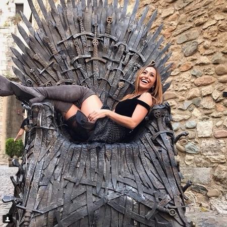 """Sabrina Sato posa no Trono de Ferro durante viagem aos cenários de """"Game of Thrones"""", na Espanha - Divulgação/Instagram/sabrinasato"""