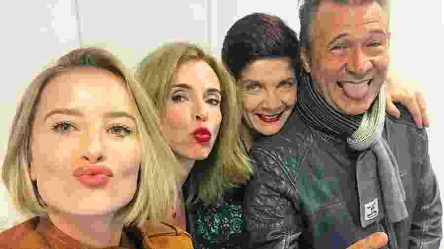 """Barbara França posa ao lado de Deborah Evelyn e Nelson Freitas, sua """"família"""" em """"Tempo de Amar"""", próxima novela das seis da Globo - Reprodução/Instagram/barbarafrancaa"""