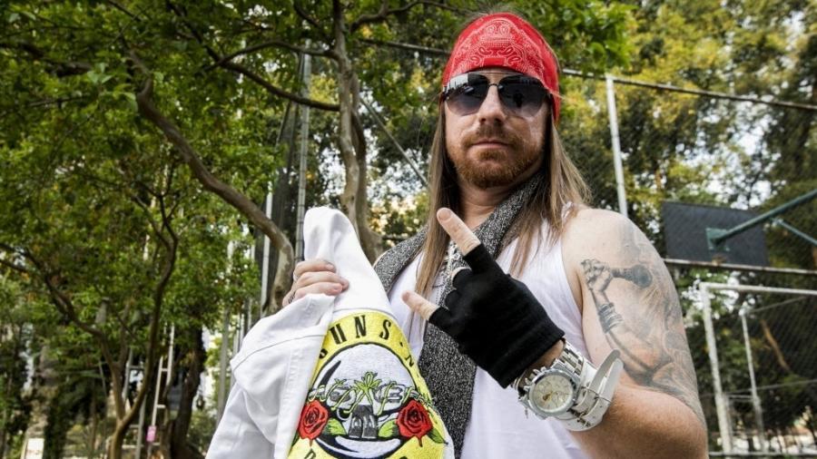 """O fã Jeferson Soares se considera sósia do vocalista do Guns N"""" Roses, Axl Rose. Ele vai assistir ao show da banda no São Paulo Trio - Mariana Pekin/UOL"""