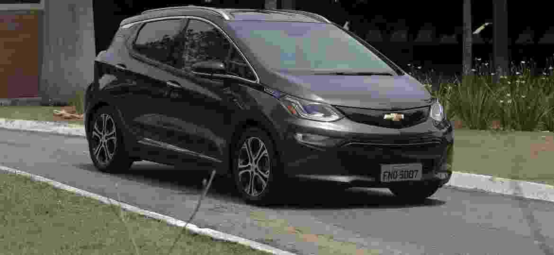 Chevrolet Bolt é um dos carros elétricos que devem chegar ao Brasil em breve - Murilo Góes/UOL