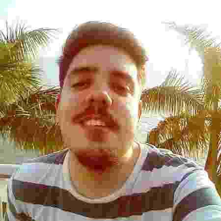 O profissional de relações públicas Rodrigo Sérvulo, 27, hesita em falar da vida pessoal com pessoas não próximas - Arquivo Pessoal