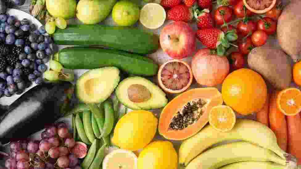 No Brasil, a baixa ingestão de frutas foi responsável por 17,4% das mortes por doenças cardiovasculares, enquanto o consumo inadequado de legumes representou 7,5% - Getty Images
