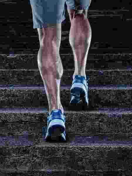 As panturrilhas atuam na flexão dos tornozelos e joelhos - iStock