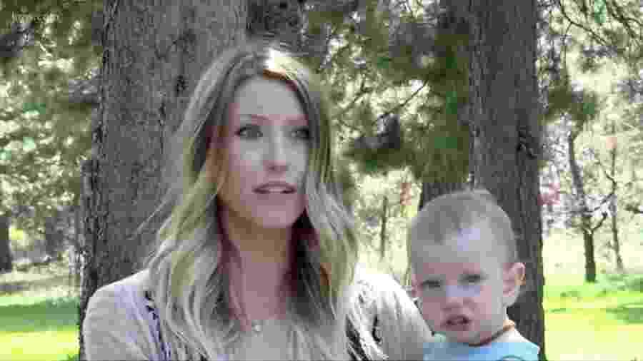 Kalee Kellough com o filho mais novo - Reprodução/KGW