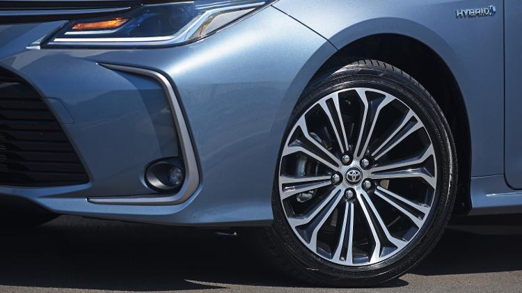 "Toyota diz para ""nunca"" aplicar graxa nem lubrificante nos parafusos de roda do Corolla - Murilo Góes/UOL"