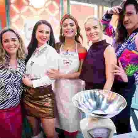 """Carole Crema, Paolla, Ju Paes, Angélica e Dudu Bertholini nos bastidores de """"A Dona do Pedaço"""" - João Miguel Jr./TV Globo"""
