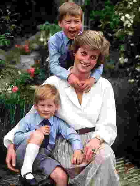 Em foto, William relembra da mãe, a princesa Diana - Reprodução/Instagram