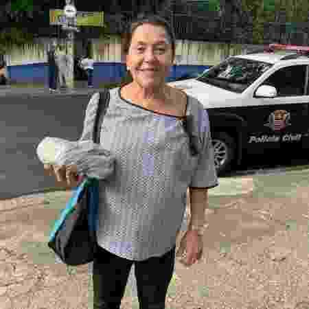 Marisa Campana foi até a rua 25 de Março comer um pastel - Janaina Garcia/UOL