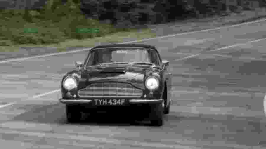 Aston Martin DB6 Volante do Príncipe Charles em The Crown - Reprodução