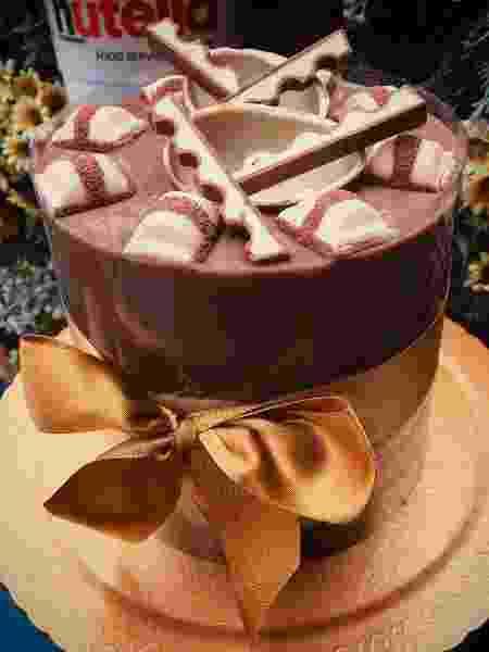 Montagem cuidadosa e acetato correto garantem sucesso do bolo - Reprodução/Instagram @Lapanelabrigaderia - Reprodução/Instagram @Lapanelabrigaderia
