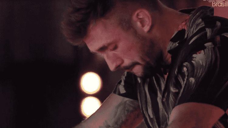 BBB 21: Arthur chorando na festa do líder - Reprodução/Globoplay - Reprodução/Globoplay