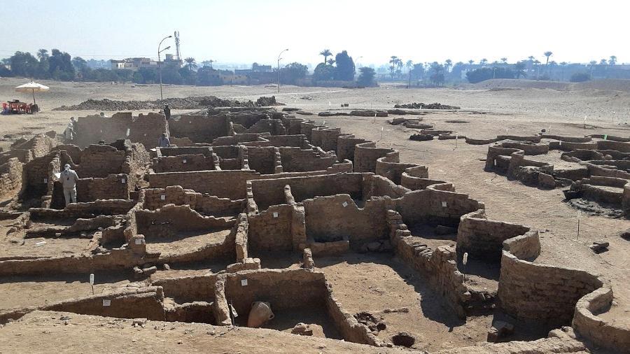 Foto divulgada pelo Ministério de Antiguidades egípcio da descoberta, próximo a Luxor  - Egyptian Ministry of Antiquities/AFP