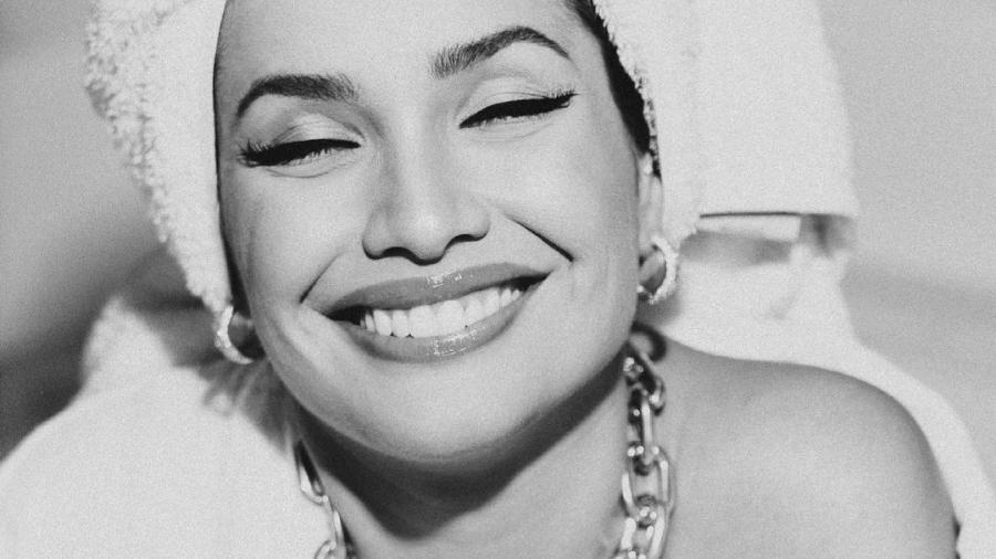 Juliette posa sorrindo para agradecer aos fãs - Reprodução / Instagram