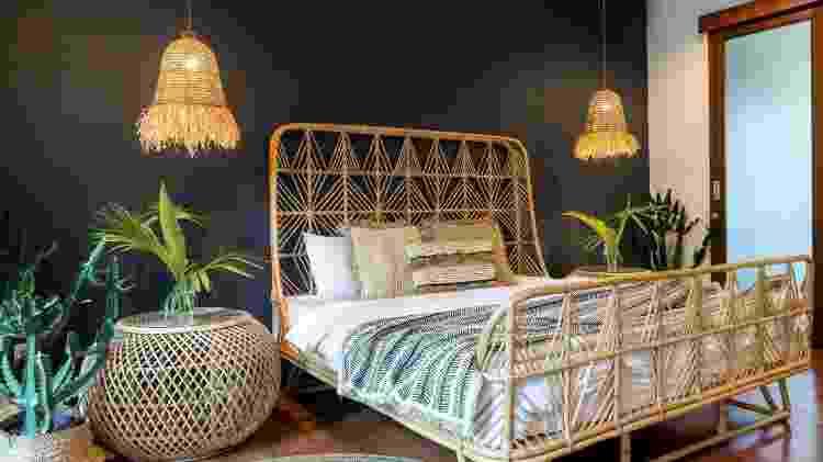 Inspiração para o quarto, com os lustres nas laterais da cama e cestarias - Getty Images/iStockphoto - Getty Images/iStockphoto