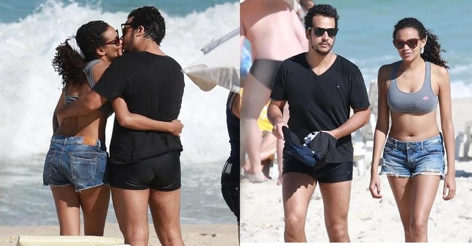 10.jul.2015 - Na manhã desta sexta-feira, os atores Lucy Ramos e Thiago Luciano foram fotografados namorando na praia da Barra da Tijuca, no Rio de Janeiro.